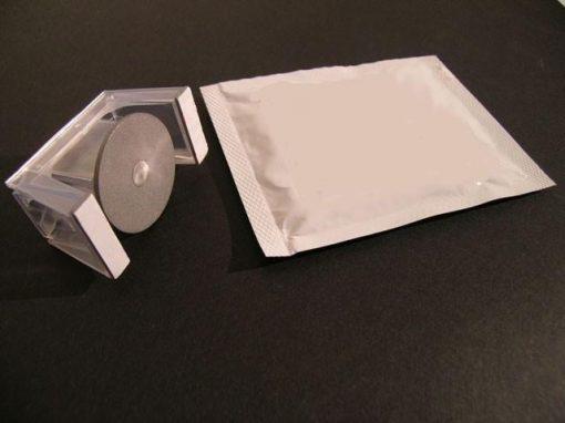 Adesivi e soluzioni meccaniche di incollaggio