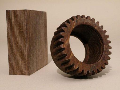 Materiale composito ottenuto da legno impregnato