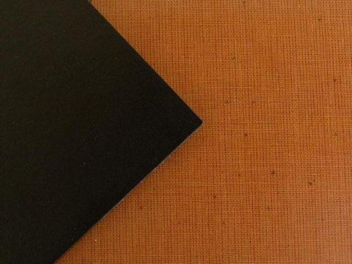 Materiale composito con rinforzo e resina termoindurente