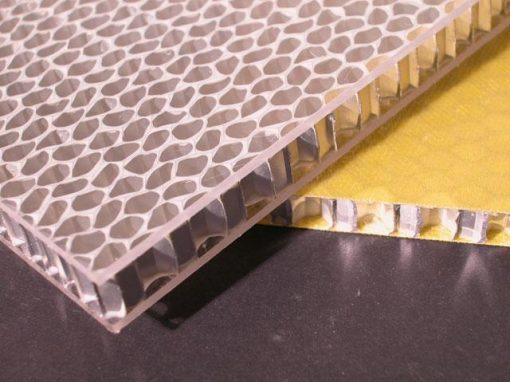 Pannello composito con anima alveolare in alluminio