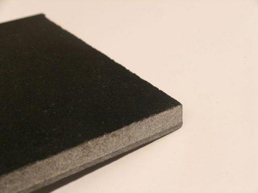 Materiale composito da pietra naturale e fibra di carbonio