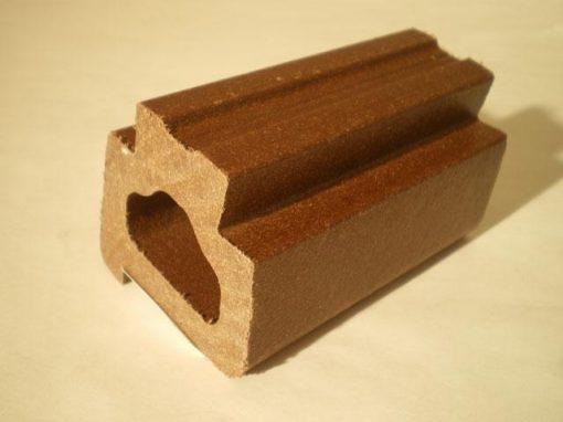 Composito in cellulosa e farine di legno riciclato