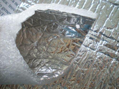 Materiale isolante in schiuma di polietilene e fogli di alluminio