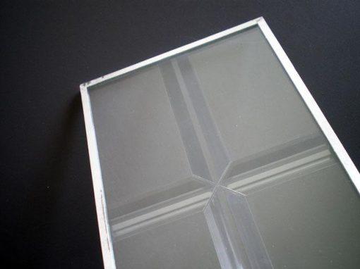 Pellicola lineare decorativa per vetri con effetto prismatico
